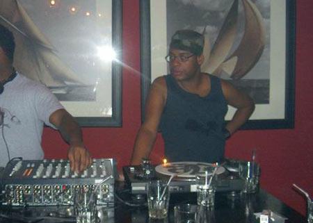 Howard als DJ